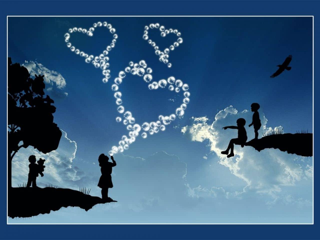 enfants qui font des coeurs avec des bulles